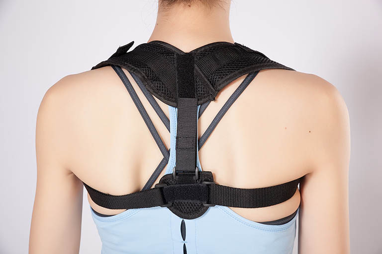 Nẹp lưng được sử dụng để điều chỉnh bất thường ở lưng