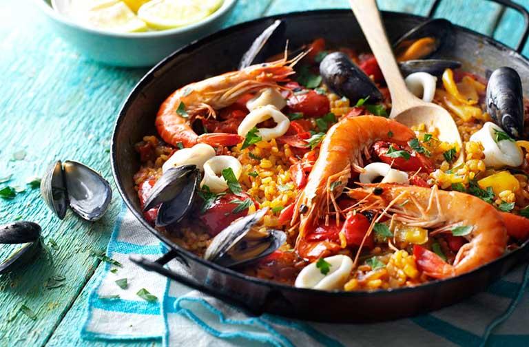 Chế độ ăn chứa quá nhiều hải sản và chất đạm