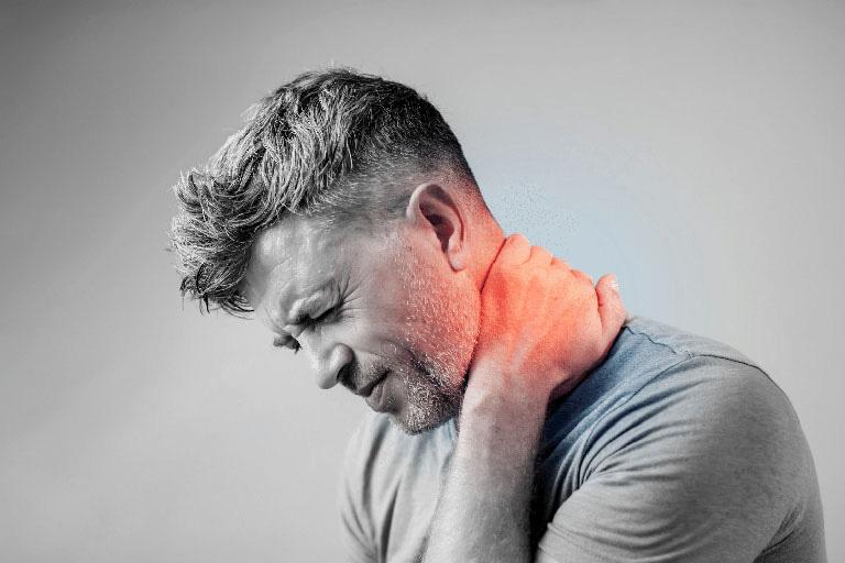 dấu hiệu đau vai gáy