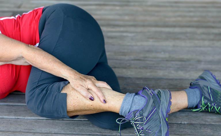 Triệu chứng và dấu hiệu nhận biết gãy xương