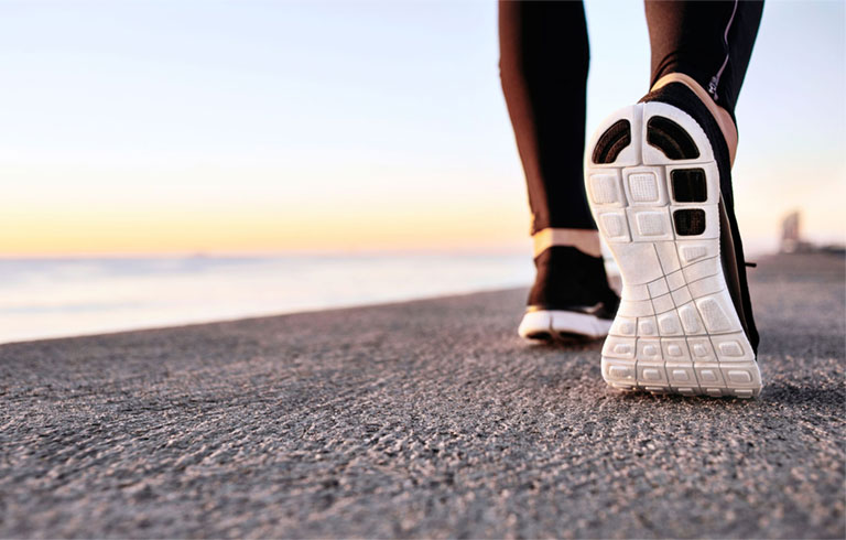 cách chữa bàn chân bẹt ở người lớn