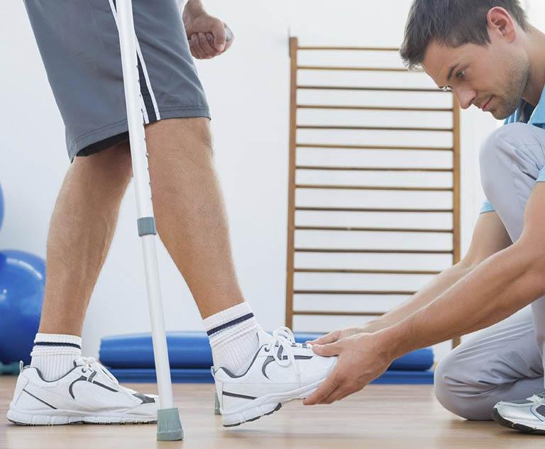 Biện pháp phục hồi chức năng vận động hai chi dưới