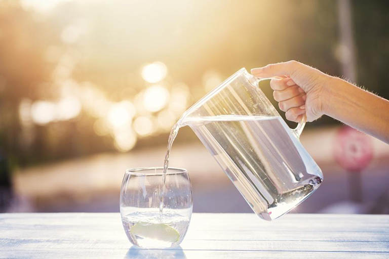 Vệ sinh tốt và uống nhiều nước mỗi ngày để tránh nhiễm trùng đường tiết niệu