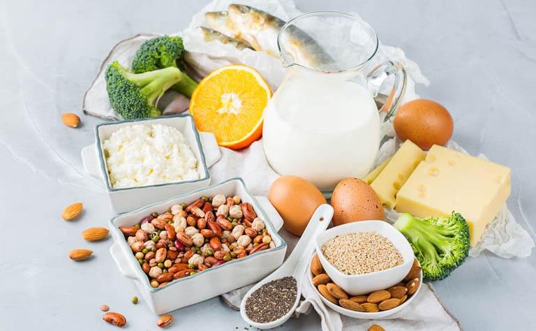 Những người bị Paget xương nên bổ sung đủ canxi và vitamin D