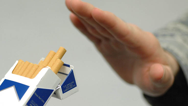 Loại bỏ thói quen hút thuốc lá, hạn chế uống rượu