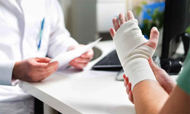 Phẫu thuật viêm mỏm trâm quay cổ tay