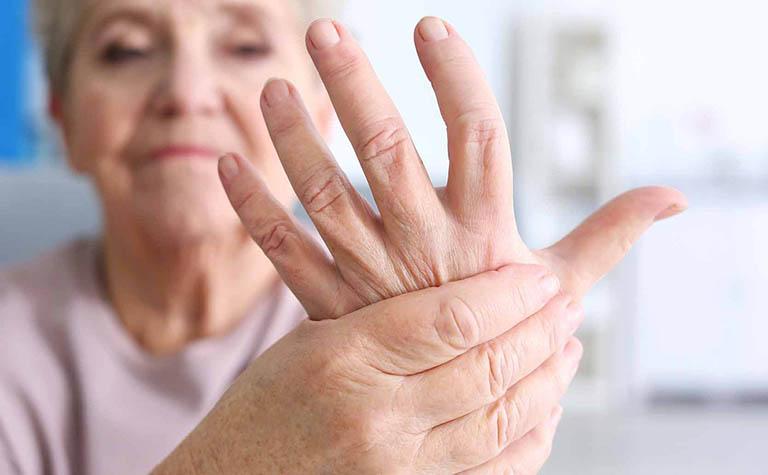 Nữ giới có nhiều nguy cơ mắc bệnh viêm khớp dạng thấp hơn so với nam giới