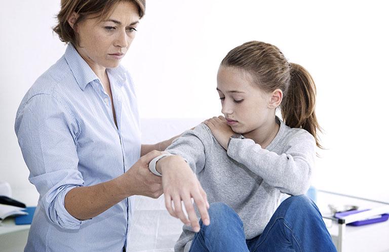 viêm khớp thiếu niên tự phát là gì