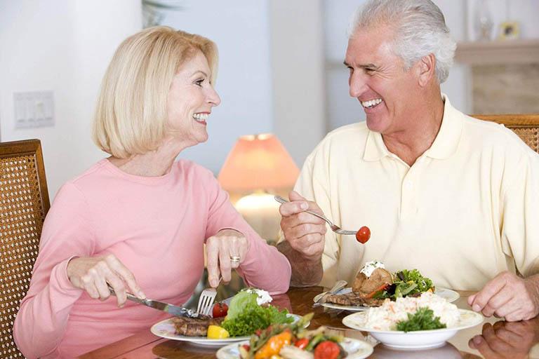 Kết hợp điều trị bằng thuốc với một chế độ dinh dưỡng, sinh hoạt và tập luyện hợp lý