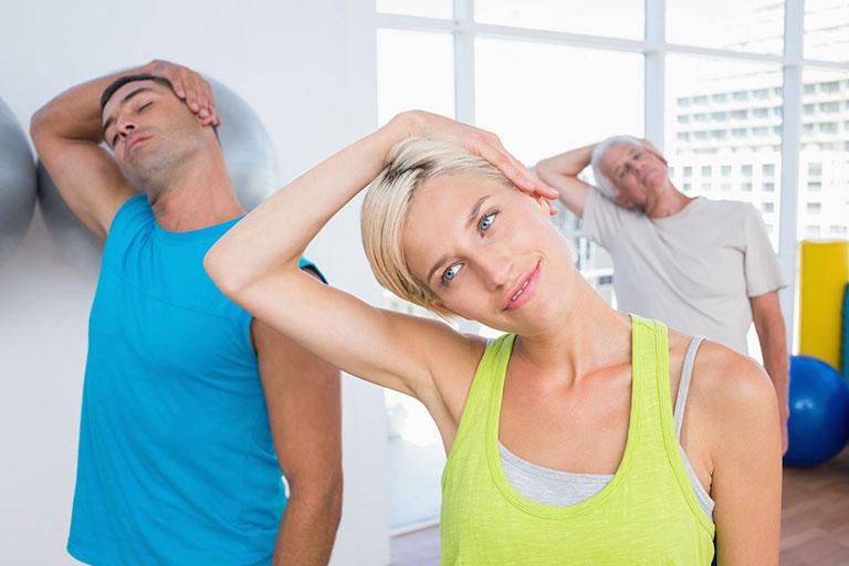 Bài tập duỗi cơ cầu vai Trapezius (căng bên) cải thiện độ linh hoạt, giảm đau, thư giãn cổ và vai