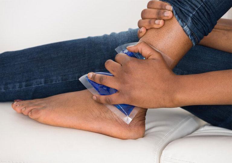 cách điều trị bong gân cổ chân