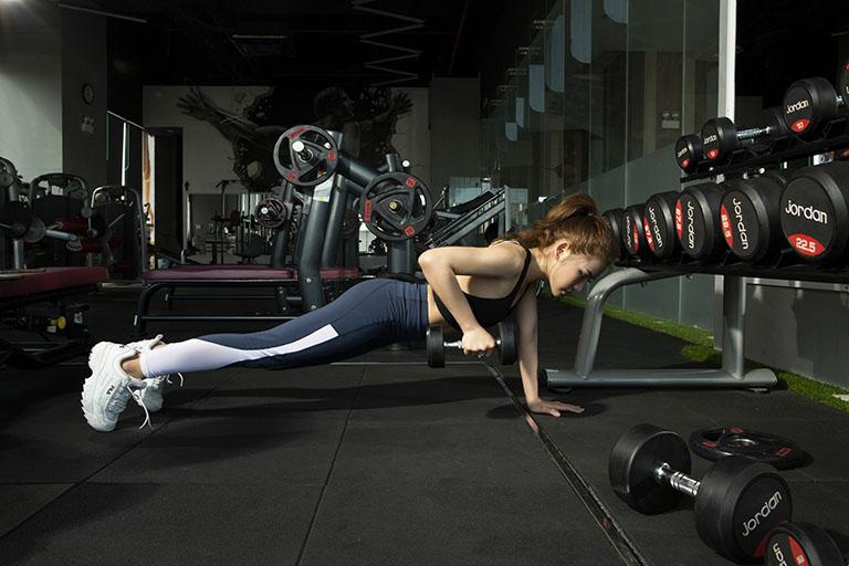 Bệnh nhân bị thoát vị đĩa đệm nên tập gym để hỗ trợ điều trị đĩa đệm tổn thương