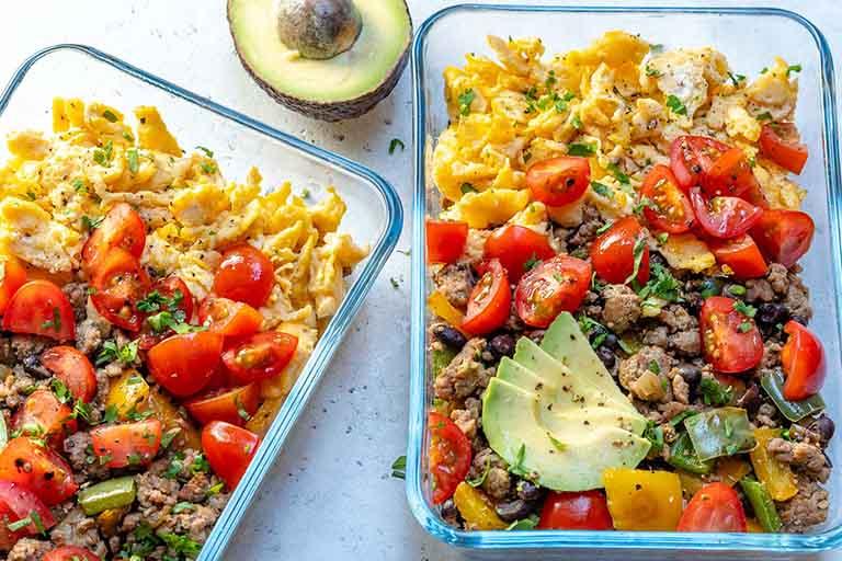 Duy trì chế độ ăn uống phù hợp, ăn đúng bữa và bổ sung đủ chất dinh dưỡng