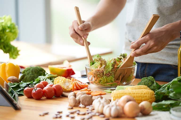 Luyện tập thể dục và ăn uống lành mạnh