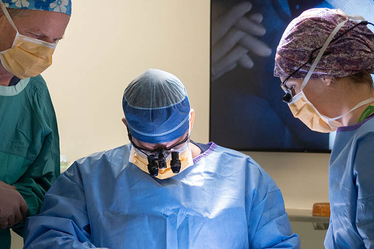 Phẫu thuật điều trị thoát vị đĩa đệm cột sống thắt lưng