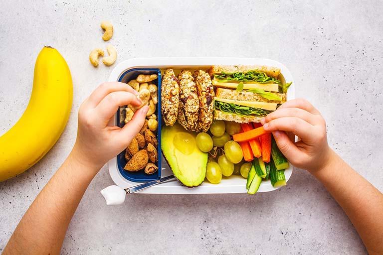 Thay đổi thói quen sinh hoạt và duy trì chế độ ăn uống lành mạnh