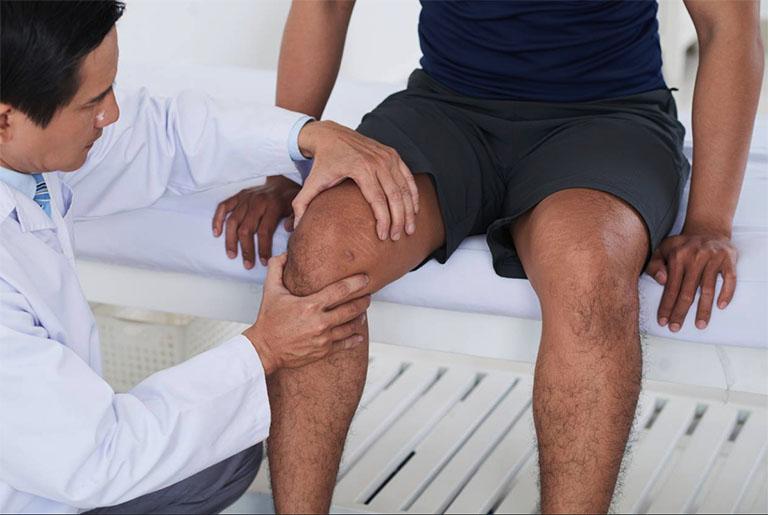 Bệnh viêm màng bao hoạt dịch được chẩn đoán bằng cách kiểm tra triệu chứng