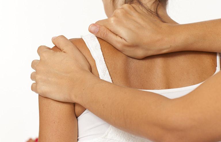 Bệnh nhân được kiểm tra tiền sử, triệu chứng và thực hiện các nghiệm pháp phát hiện gân tổn thương