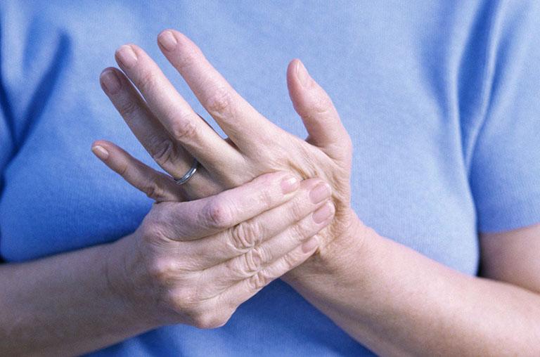 Xơ cứng bì được chẩn đoán phân biệt với bệnh viêm khớp dạng thấp