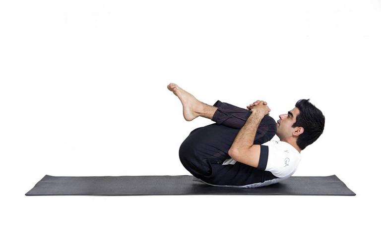 Bài tập kéo giãn cơ lưng hai bên