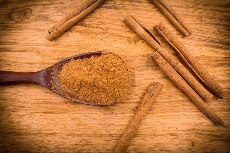 Cách chữa thoái hóa khớp gối, giảm sưng, đau và viêm bằng bột quế