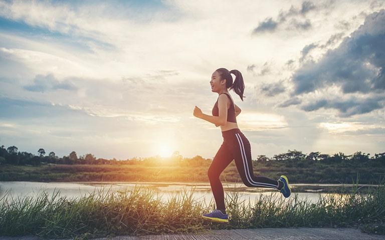 Bệnh nhân bị thoái hóa khớp gối không nên chạy bộ