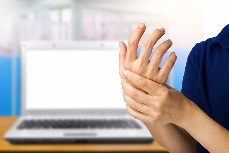 Hạn chế khả năng vận động ở bàn tay và các ngón tay