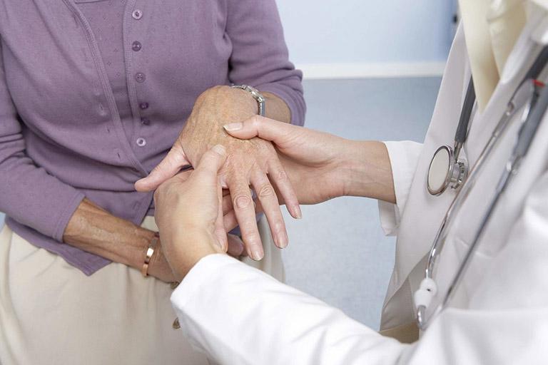 Bệnh thoái hóa khớp ngón tay, bàn tay được chẩn đoán bằng cách kiểm tra triệu chứng