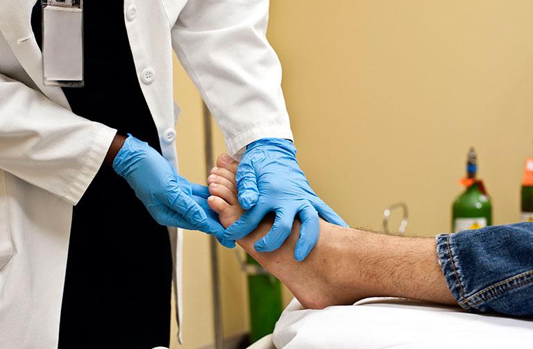 Thoái hóa khớp cổ chân