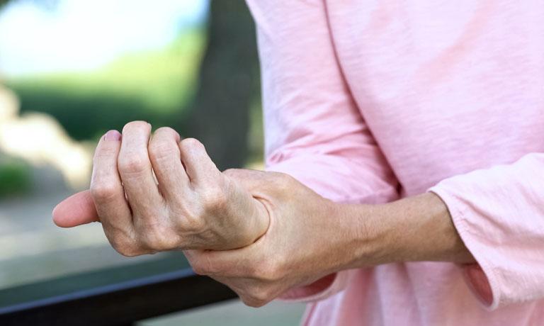 viêm khớp cổ tay có nguy hiểm không