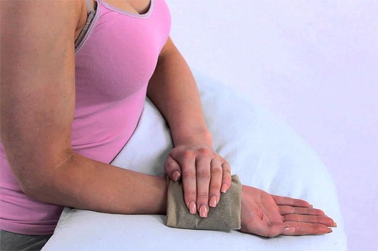 viêm khớp cổ tay phải làm sao