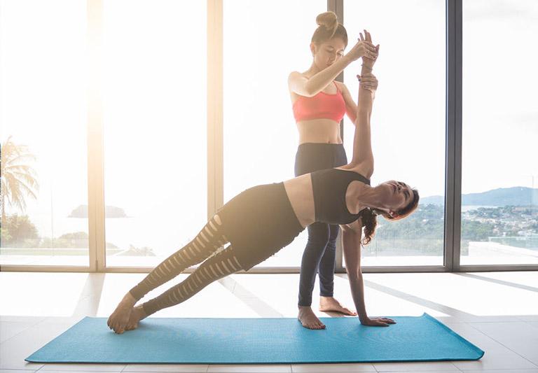 lưu ý cho người bị gai cột sống khi tập yoga