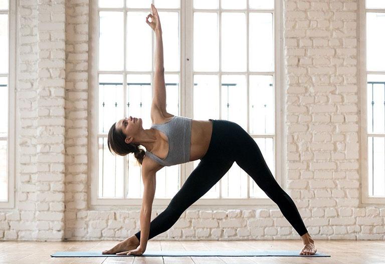 gai cột sống nên tập yoga không