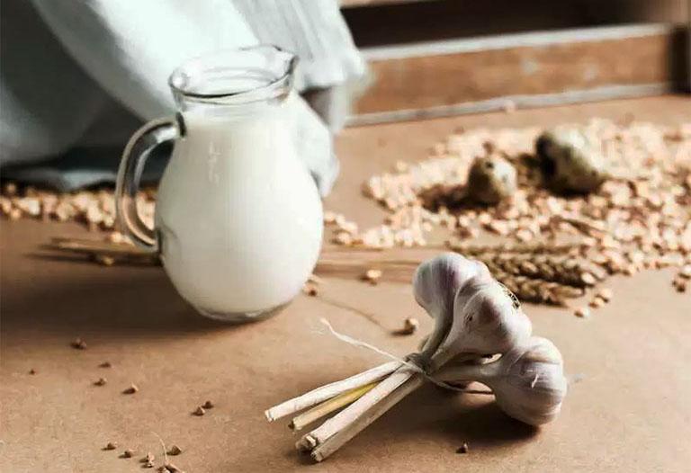 Hướng dẫn cách chữa đau thần kinh tọa bằng sữa tỏi