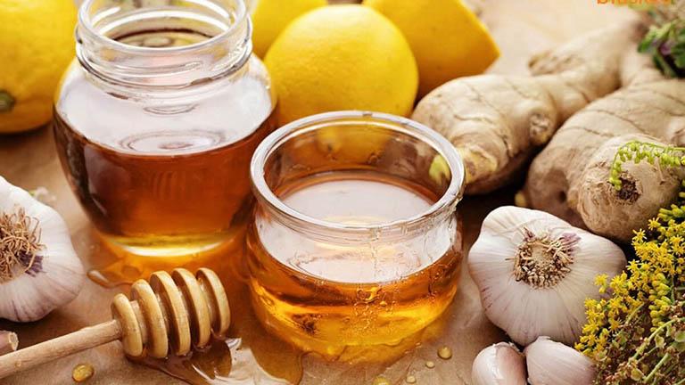 Cách chữa đau thần kinh tọa bằng sữa tỏi và mật ong