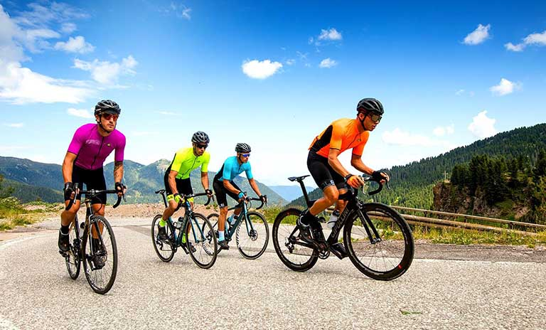 Đạp xe đúng cách giúp người bệnh cân đối hai bên cơ thể