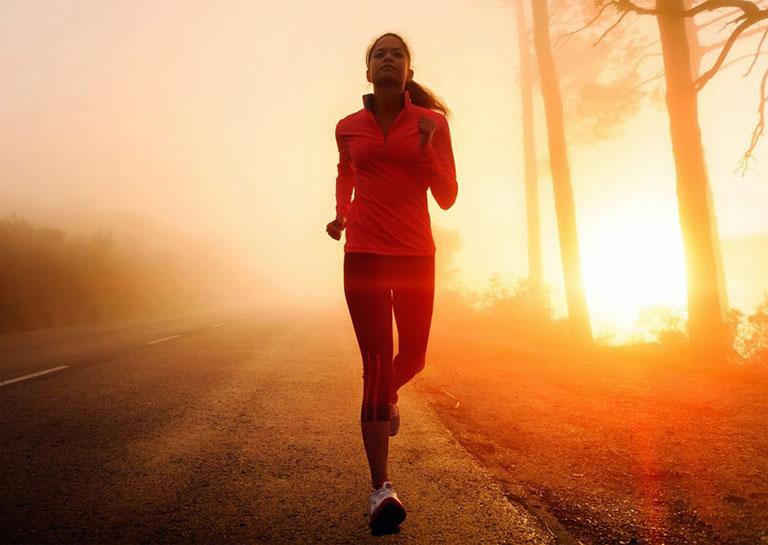 Bệnh nhân bị đau thần kinh tọa chỉ nên chạy bộ chậm
