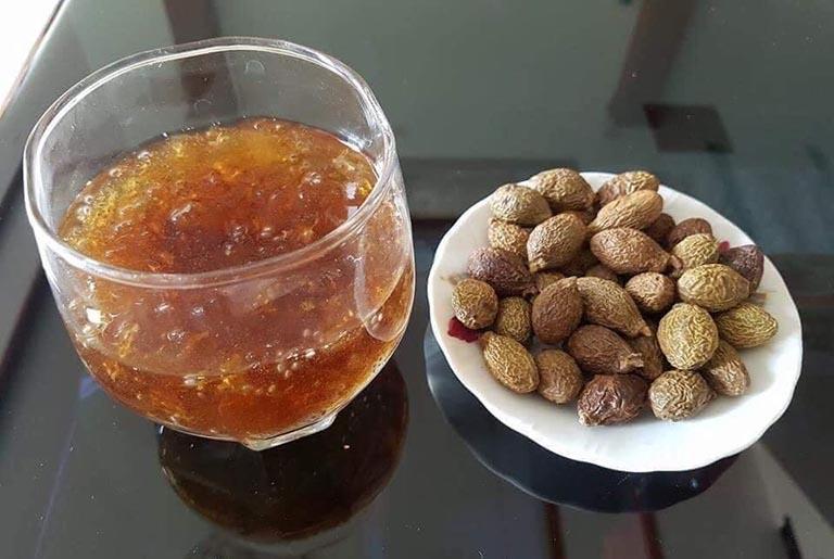 Cách nấu hạt đười ươi và đường phèn kiểm soát gai cột sống