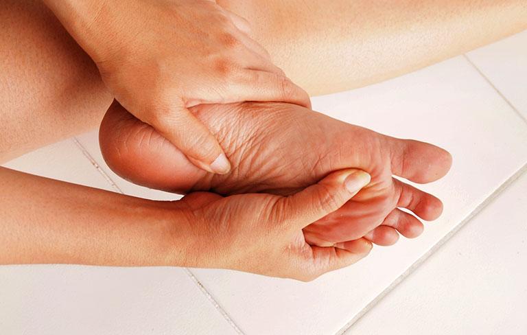 tràn dịch khớp cổ chân có nguy hiểm không