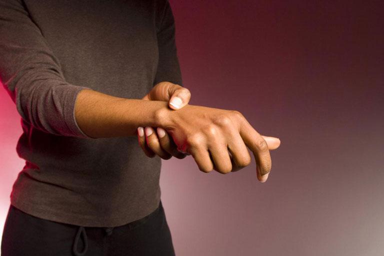 dấu hiệu tràn dịch khớp cổ tay