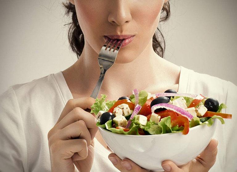 Bị tràn dịch khớp gối nên ăn gì, kiêng gì