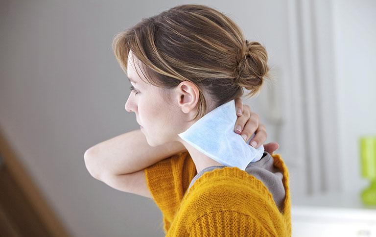 điều trị viêm cột sống dính khớp tại nhà