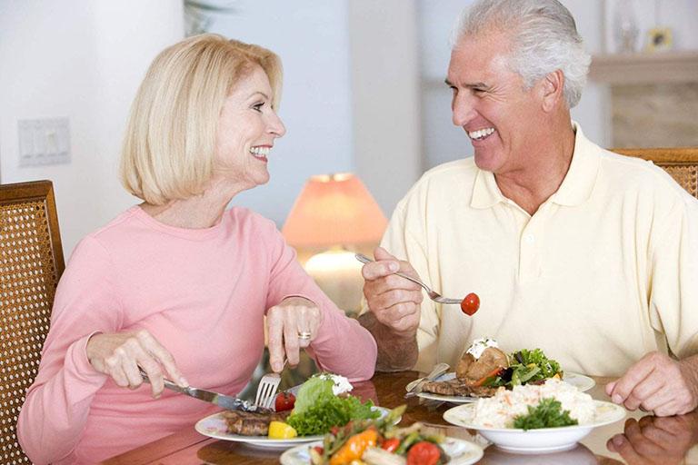 Xây đựng và duy trì chế độ dinh dưỡng giàu canxi, vitamin D
