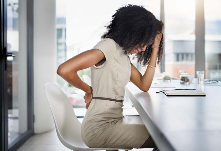 đau lưng dưới gần mông ở phụ nữ