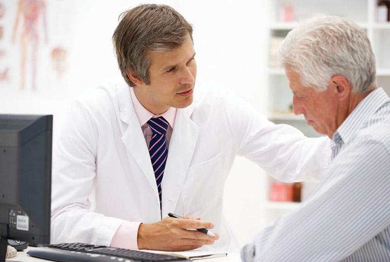 điều trị bệnh tê bì chân tay ở người già