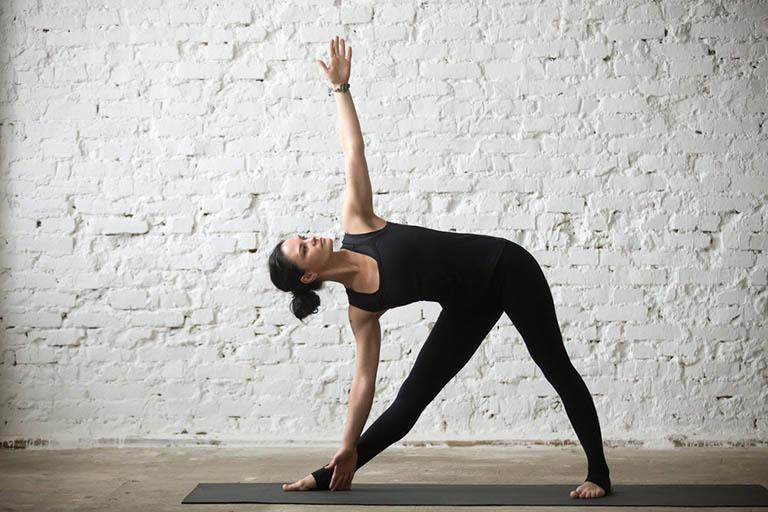 yoga trị tràn dịch khớp gối