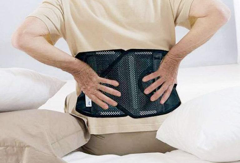 mẹo chữa đau lưng cho người cao tuổi