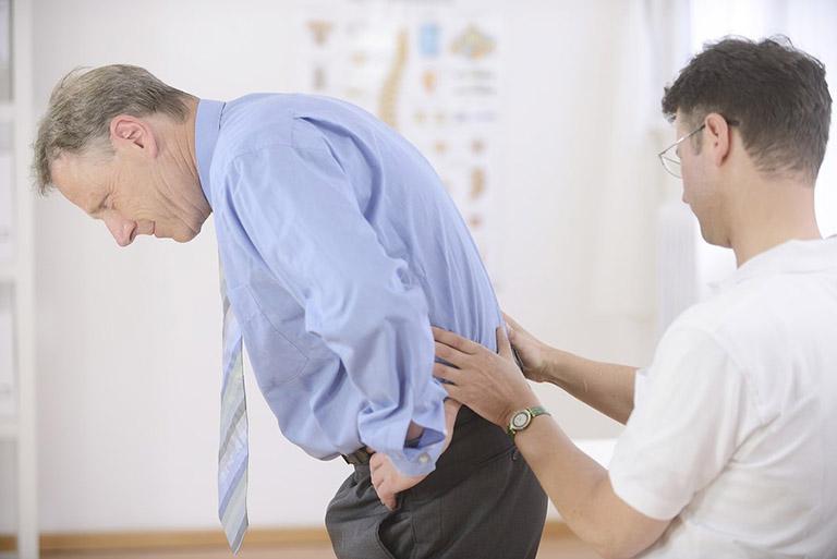 lưu ý khi bị đau lưng