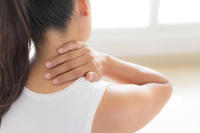 tác dụng chữa đau vai gáy của lá lốt
