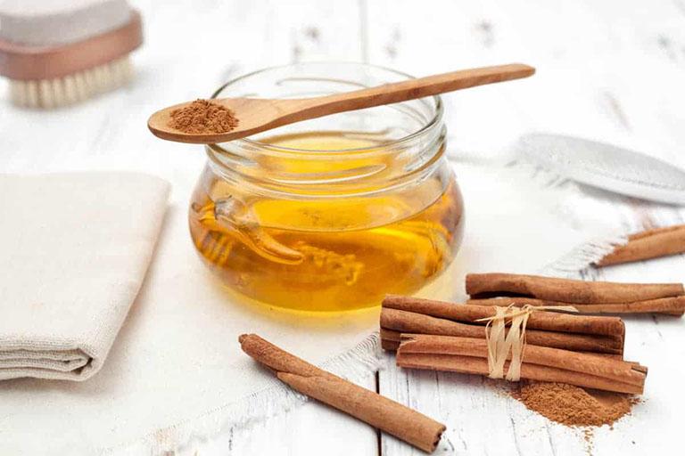 Cách chữa đau vai gáy bằng bột quế và mật ong